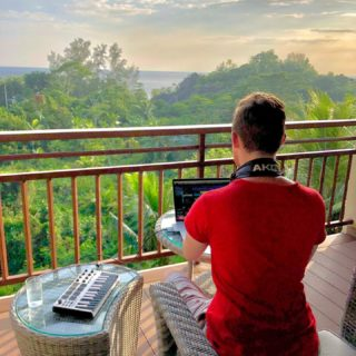 Into the jungle 🎶🏝 . . . #musicproducer #musicproduction #mobile #musicstudio #africa #island #headphones #studiovibes #modern #contemporary #vibes #epic #trailermusic #hybrid #pop #piano #producerlife #seychelles #balcony