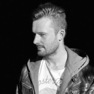👋🏻◾️▫️ . . . #musicproducer #musicproduction #portrait #black #white #loud #modern #contemporary #epic #trailermusic #hybrid #pop #berlin